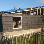 Schuur bouwen - Hout geraamte - 11 - kozijnen plaatsen wanden houten schuur