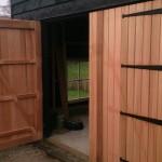 Schuur bouwen - Hout geraamte - 11 - schuurdeur plaatsen wanden houten schuur